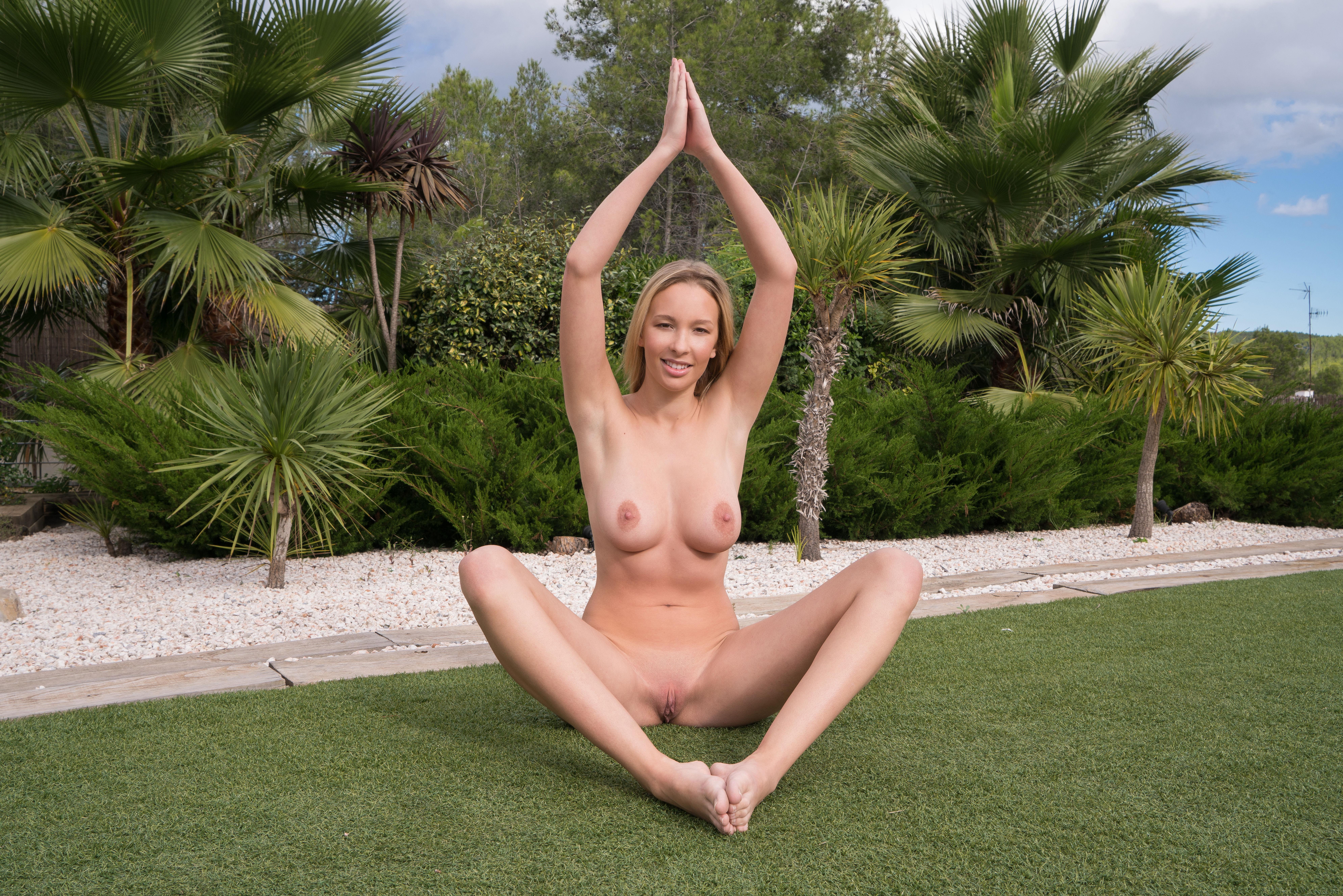 Met Art Yoga Love Agatha high 0034