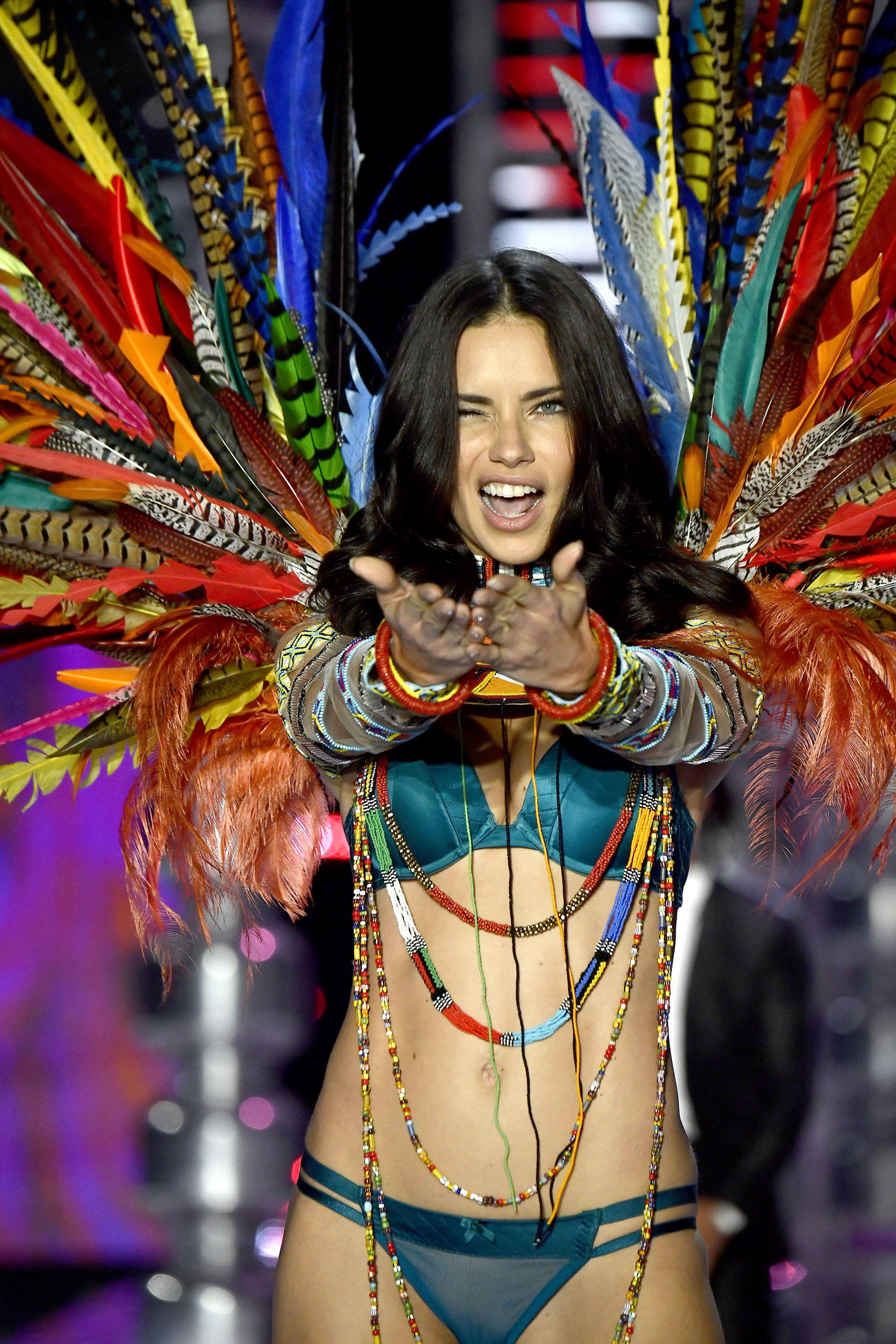 victorias secret fashion show adriana lima tears up - 734×1100