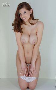 Busty-Simi-smiles-at-you-56w609t0ti.jpg