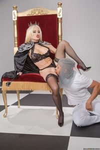 Nikki-Delano-Capture-The-Queen-%5Bx272%5D-f6wvis6rwr.jpg