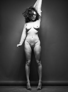 Kelly-Brook-%E2%80%93-Full-Frontal-Nude-Photoshoot-%28NSFW%29-p6wvkro4r4.jpg