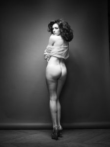 Kelly-Brook-%E2%80%93-Full-Frontal-Nude-Photoshoot-%28NSFW%29-e6wvkrqklg.jpg