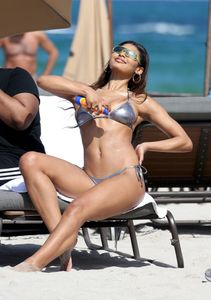 Danielle-Herrington-%E2%80%93-Bikini-Candids-on-the-Beach-in-Miami-k6xvfl4r04.jpg
