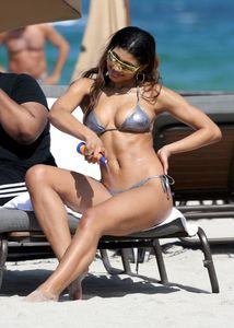 Danielle-Herrington-%E2%80%93-Bikini-Candids-on-the-Beach-in-Miami-i6xvflu1fi.jpg