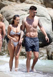 Chloe-Goodman-%E2%80%93-Sexy-Bikini-Candids-in-Mykonos-37agxpge1j.jpg