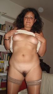 Chubby-mature-indoors-and-outdoors-x154-07a0a937r5.jpg