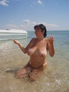 Chubby-big-tit-exhib-wife-x39-u7a0amtdfi.jpg