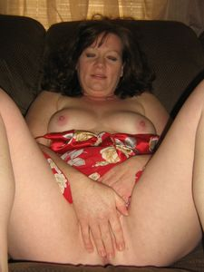Chubby-mature-indoors-and-outdoors-x154-37a0alo0fn.jpg