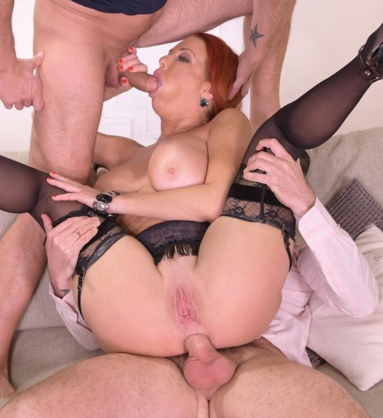 HandsOnHardcore - Veronica Avluv - Sexy Milf DPd by Her Customers [HD 720p]